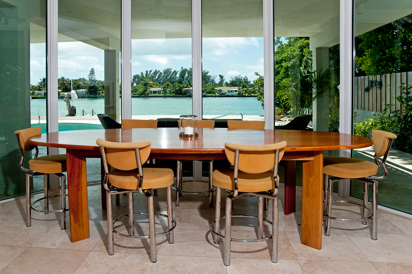 14 kitchen-table-to-pool
